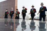 Президент Садыр Жапаров бүгүн, 7-апрелде, Ата-Бейит улуттук тарыхый-мемориалдык комплексине барып Апрель элдик революциясында курман болгон баатырларды эскерди