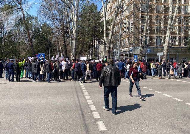 Митинг против руководства МВД в Бишкеке, после похищения и убийства Айзады Канатбековой