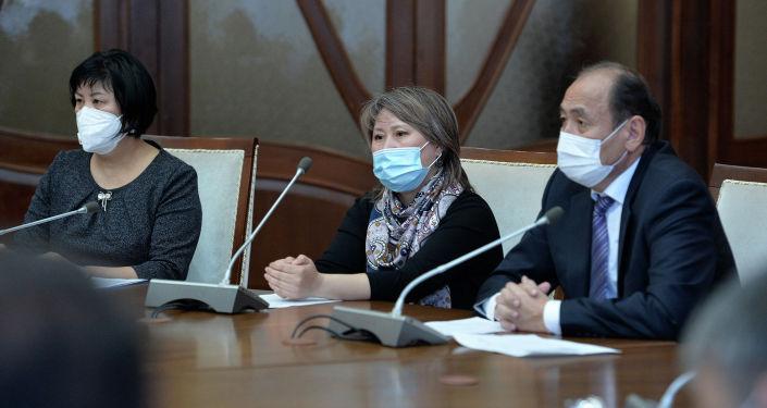 Президент Кыргызстана Садыр Жапаров сегодня, 8 апреля, провел оперативное рабочее совещание по текущей эпидемиологической ситуации в стране.