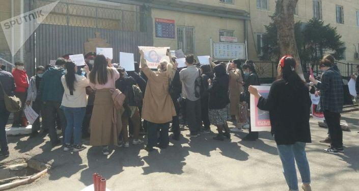 Митинг против руководства МВД в городе Ош, после похищения и убийства Айзады Канатбековой