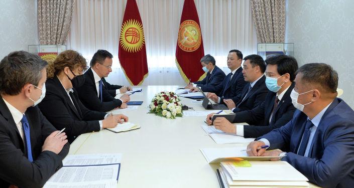Президент Кыргызской Республики Садыр Жапаров принял министра иностранных дел и торговли Венгрии Петера Сийярто. 08 апреля 2021 года