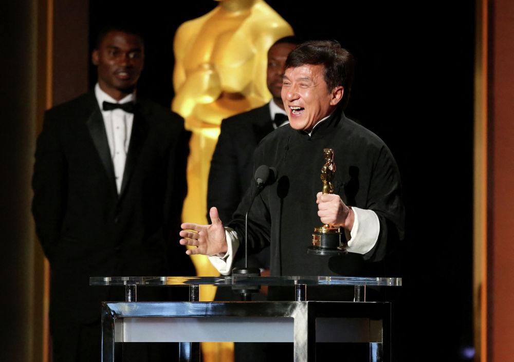 Актер Джеки Чан стал обладателем премии Оскар за вклад в кинематограф, Голливуд, Калифорния. 12 ноября 2016 года