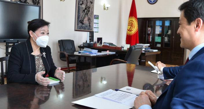 Премьер-министр КР встретился с чрезвычайным и полномочным послом КНР Ду Дэвэнь. 09 апреля 2021 года