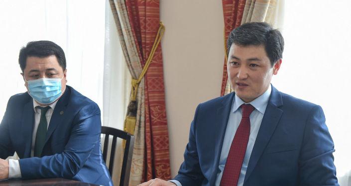 Премьер-министр КР Улукбек Марипов встретился с чрезвычайным и полномочным послом КНР. 09 апреля 2021 года