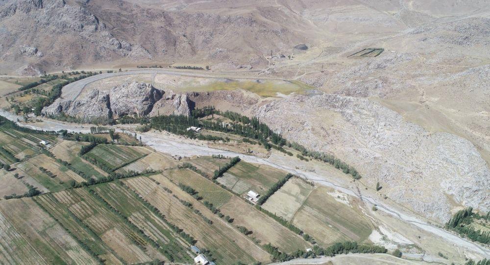 Памятник Обишир-5 в Ферганской долине, юг Кыргызстана. Архивное фото