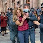 Сотрудники полиции задерживают участницу акции протеста с требованием отставки премьер-министра Никола Пашиняна у здания правительства Армении в Ереване.