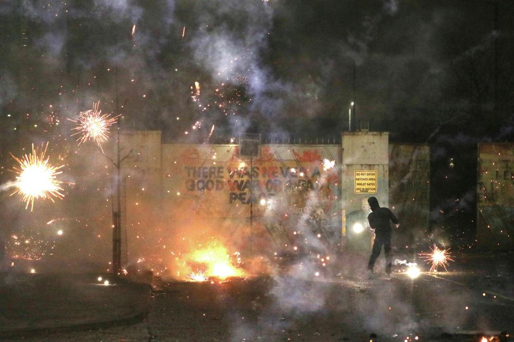 В Северной Ирландии возобновились беспорядки на фоне Brexit и ограничений из-за COVID-19