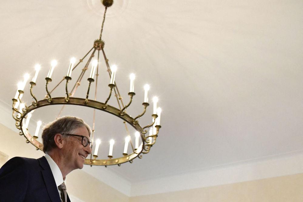 Основатель Microsoft с 124 миллиардами долларов — на четвертом месте в списке. Билл Гейтс и его супруга возглавляют самый крупный частный благотворительный фонд, а также владеют сельхозугодьями в 19 американских штатах.