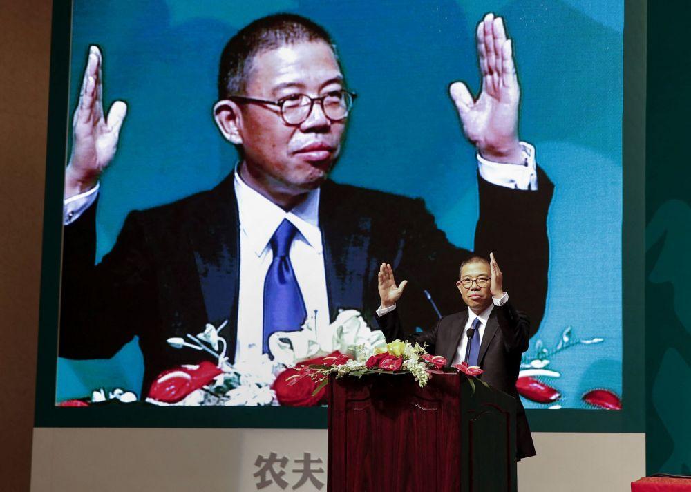 Китаец Чжун Шаньшань владеет компанией по производству бутилированной воды и медицинской корпорацией