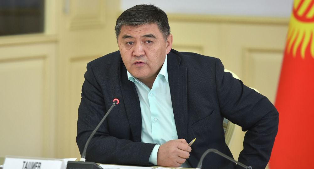 Глава правительственной делегации Кыргызской Республики по делимитации и демаркации государственной границы -  председатель ГКНБ КР Камчыбек Ташиев провел заседание правительственной комиссии по приграничным вопросам.