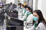 Сотрудники Центра обслуживания населения в Бишкеке. Архивное фото