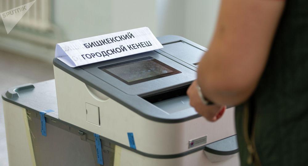 Электронная урна для голосования в Бишкекский городской кенеш. Архивное фото
