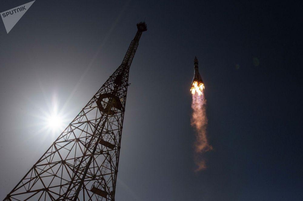 Запуск ракеты-носителя Союз-2.1а с кораблем Союз МС-18 с космодрома Байконур