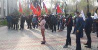 Бишкек шаардык кеңешине өтпөй калган партиялардын өкүлдөрү шайлоо жыйынтыгын жокко чыгарууну талап кылып митингге чыгышты