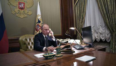 Президент РФ Владимир Путин во время телефонного разговора. Архивное фото