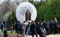 Торжественное открытие памятника Бишкек баатыру на площади Ала-Тоо в Бишкеке