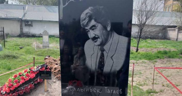 Установка памятника народному артисту КР, композитору Калыйбеку Тагаеву в Нарынской области