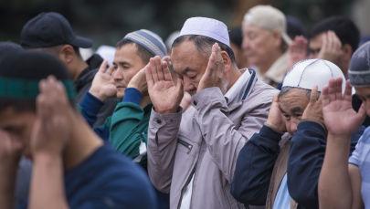 Мусульмане на праздничном намазе в Бишкеке. Архивное фото