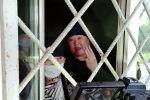 В селе Пригородном группа женщин захватила здание айыл окмоту и выдвинула требование списать долги по кредитам. В здании около 10 женщин, они заявляют, что готовы на акт самосожжения.