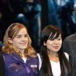 Актеры Эмма Уотсон, Кэти Льюнг и Роберт Паттинсон на пресс-конференции, посвященной продвижению фильма Гарри Поттер и Кубок огня в Токио. 18 ноября 2005 года