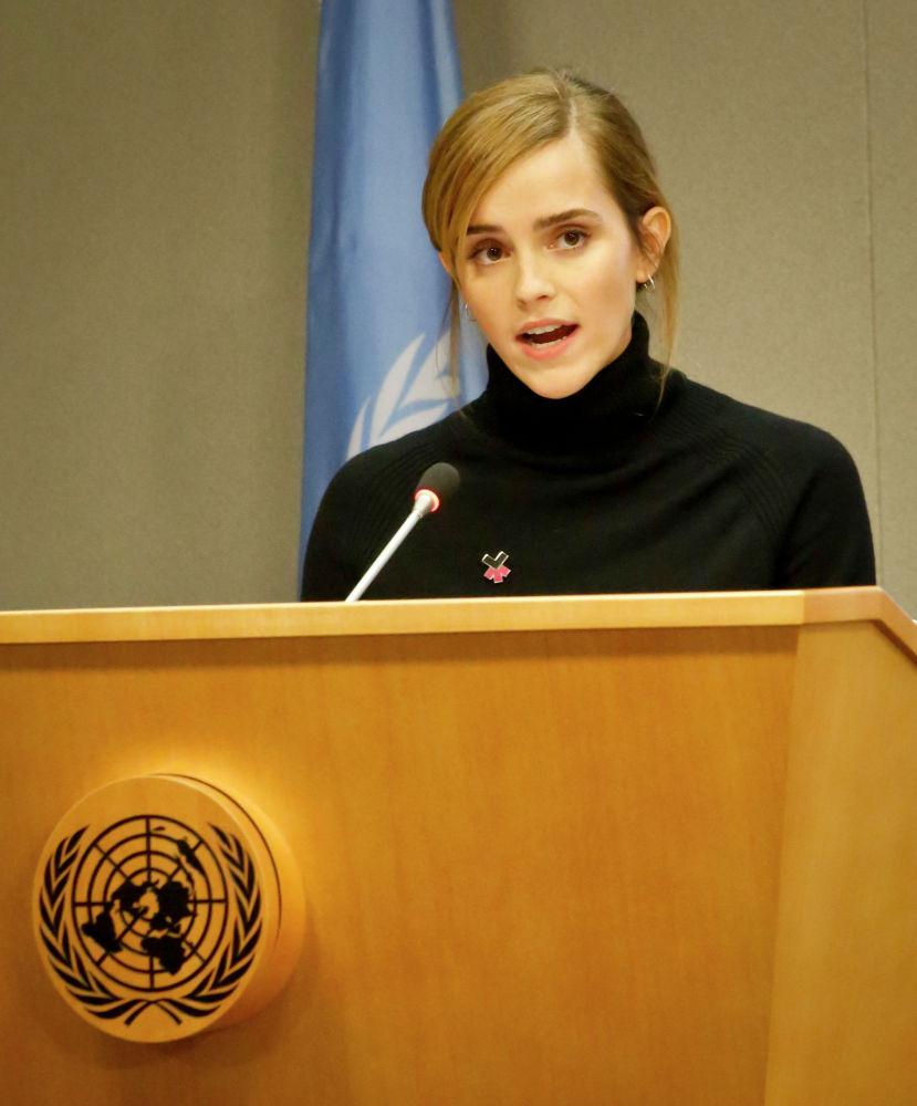 Актриса Эмма Уотсон, посол доброй воли ООН по делам женщин, выступает на пресс-конференции во время заседания 71-й сессии Генеральной Ассамблеи в штаб-квартире ООН в Нью-Йорке. 20 сентября 2016 года