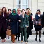 Актриса Эмма Уотсон и другие женщины прибывают в Елисейский дворец на встречу по вопросам гендерного равенства перед предстоящей встречей Большой семерки в Париже. 19 февраля 2019 года