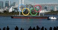 Токио шаарында орнотулган Олимпиада шакекчерели. Архив
