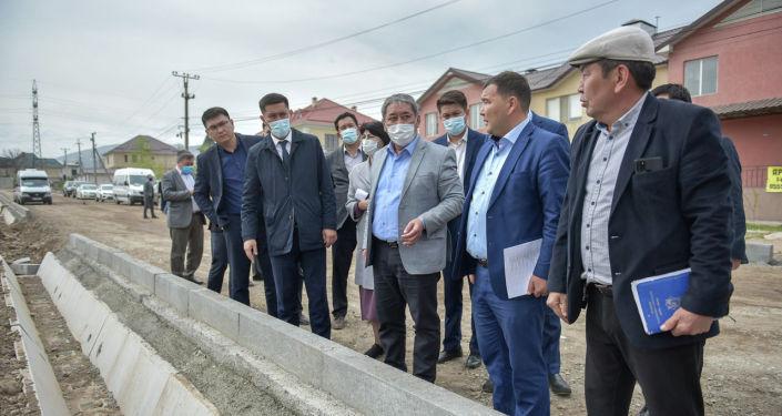 Строительство и ремонт дорог в рамках второй фазы проекта развития улично-дорожной сети за счет китайского гранта в Бишкеке. 16 апреля 2021 года