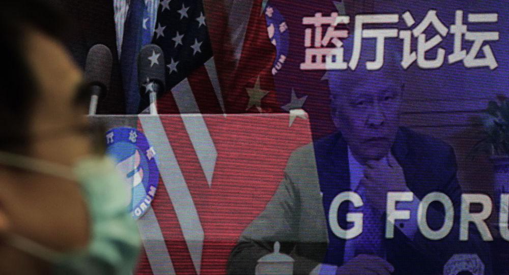Делегаты на экране форума Лантинга, посвященном приезду Китая и США в офисе Министерства иностранных дел в Пекине. 22 февраля 2021 года