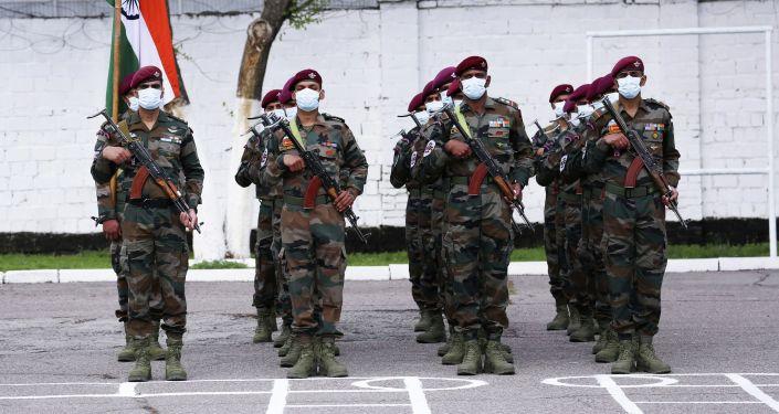 Солдаты индийского спецназа во время совместных учений с Кыргызстаном Канжар VII в войсковой части № 10128 в Бишкеке. 16 апреля 2021 года