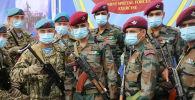 Солдаты кыргызского и индийского спецназа во время совместных учений Канжар VII