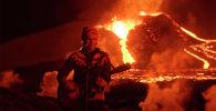 Известная исландская рок-группа Kaleo решила удивить поклонников и записала клип на свой новый трек прямо на фоне извергающегося вулкана Фаградальсфьядль.