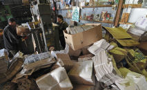 Работа предприятия по сбору макулатуры. Архивное фото