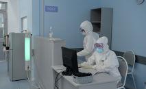 Медицинские работники в Республиканской клинической инфекционной больнице в Бишкеке