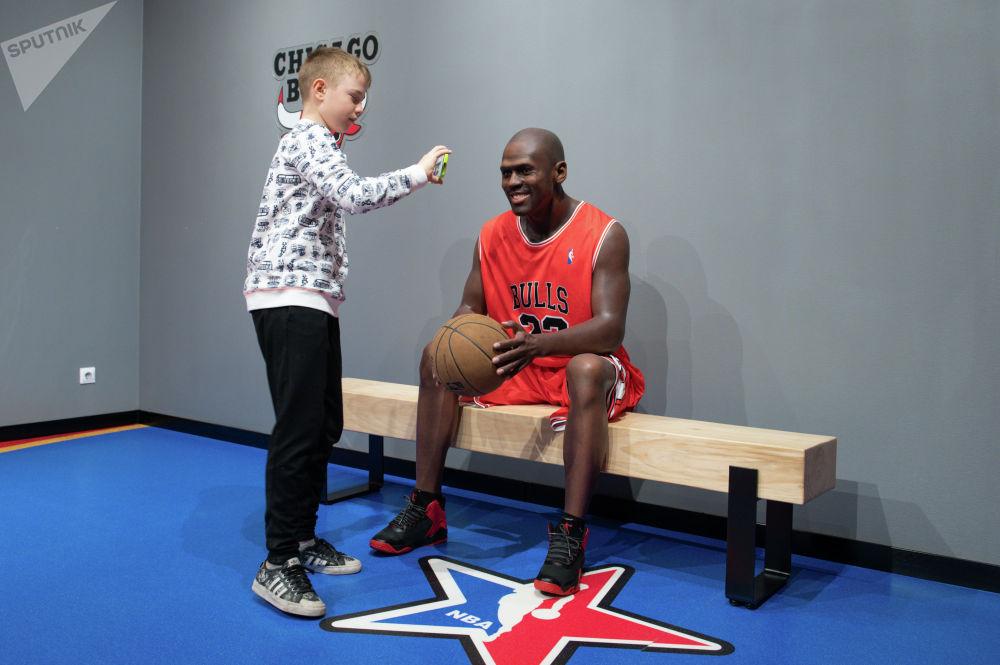 Фигура американского баскетболиста Майкла Джордана