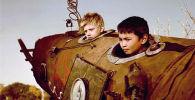 Кадр из фильма. Практически все дети в Кыргызстане сооружали во дворах космические ракеты