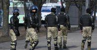 Сотрудники правоохранительных органов во время несанкционированной акции протеста в Минске.