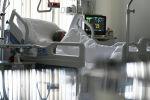 Пациент в реанимационном отделении больницы. Архивное фото