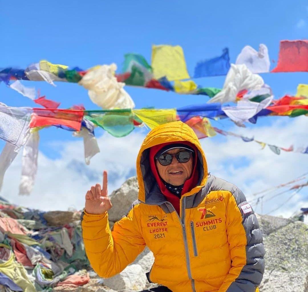 Альпинист Эдуард Кубатов из Кыргызстана вошел в число более 300 человек, которым разрешили подняться на Эверест в этом сезоне