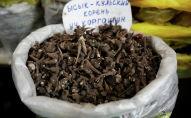 Продажа Иссык-Кульского корня на рынке в Бишкеке. 17 апреля 2021 года