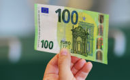 Банкнота в 100 евро. Архивное фото