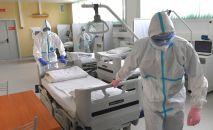 Медицинские работники в клинической больнице