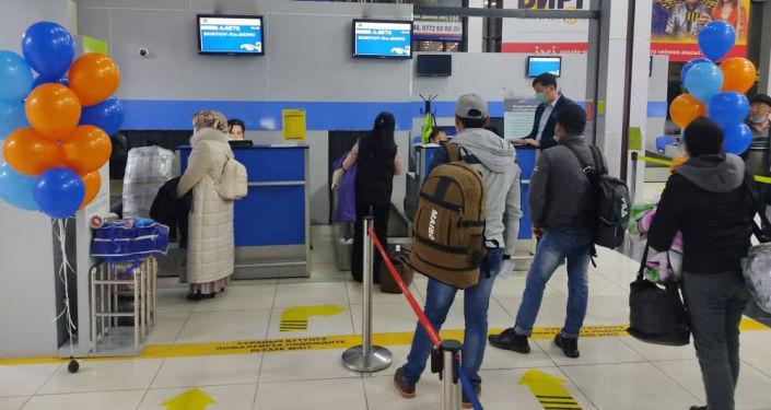 Первым рейсом в Ростов-на-Дону отправились 83 человека. 21 апреля 2021 года