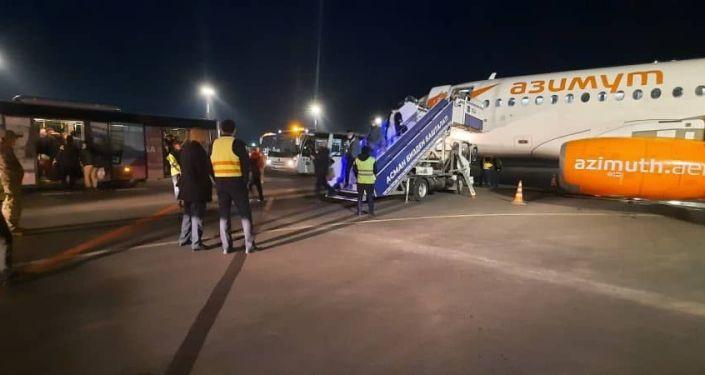 Первым рейсом авиакомпании Азимут в Ош прилетели 60 пассажиров. 21 апреля 2021 года