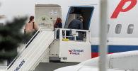 Россиялык дипломаттар атайын багыттагы учакка отуруп жатышат