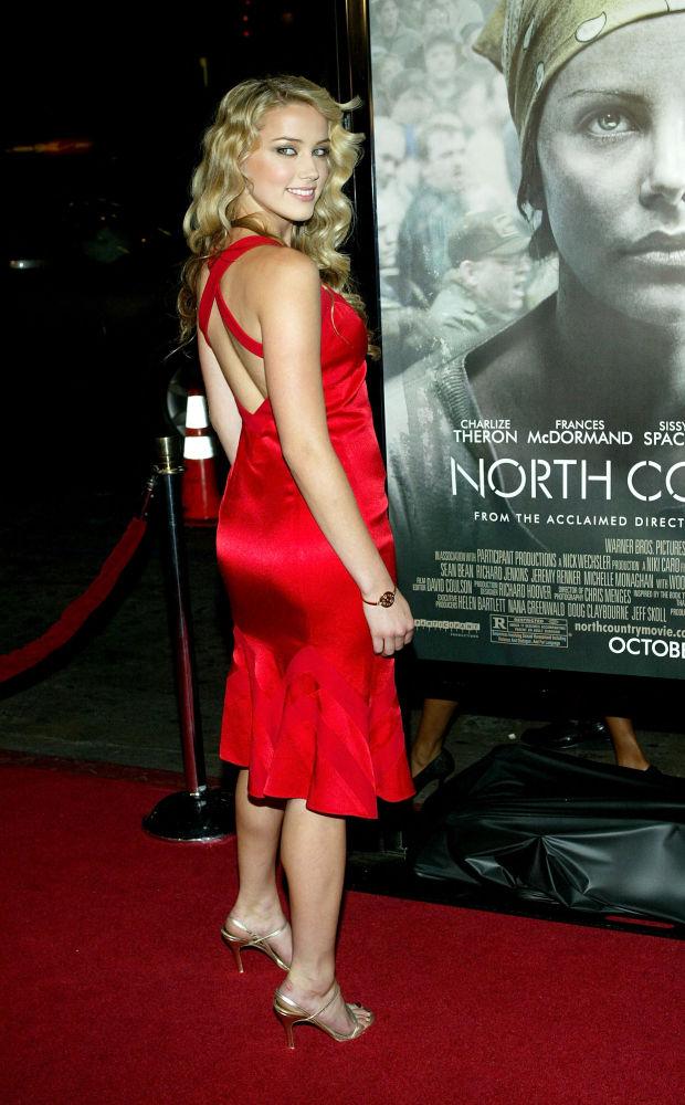 Актриса Эмбер Херд на премьере фильма Северная страна в Китайском театре Граумана в Голливуде, Калифорния. 10 октября 2005 года