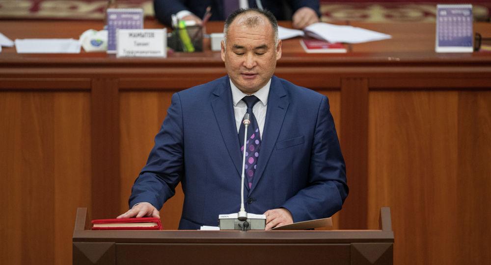 Энергетика жана өнөр жай экс-министри Кубанычбек Турдубаев. Архив