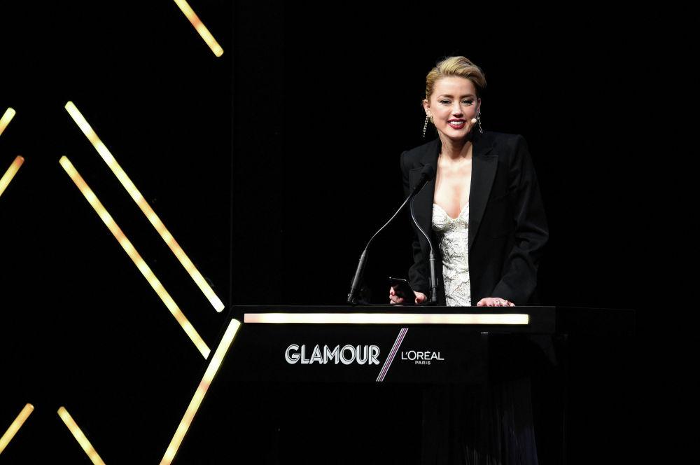 Американская актриса Эмбер Херд выступает на церемонии вручения награды Glamour Women Of The Year 2018 в Нью-Йорке. 12 ноября 2018 года