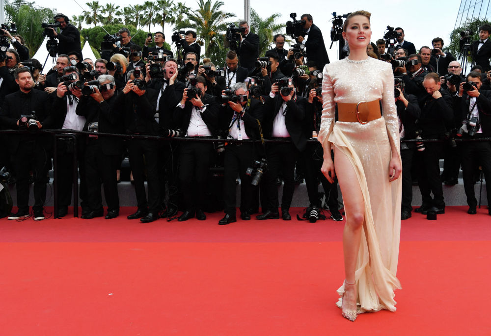 Американская актриса Эмбер Херд прибывает на показ фильма Отверженные на 72-м Каннском кинофестивале в Каннах, на юге Франции, 15 мая 2019 г