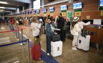 Туристтер аэропортто. Архив